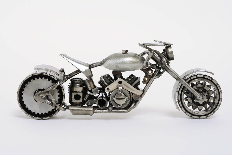 madeheart k nstlerische statuette aus metall motorrad im. Black Bedroom Furniture Sets. Home Design Ideas
