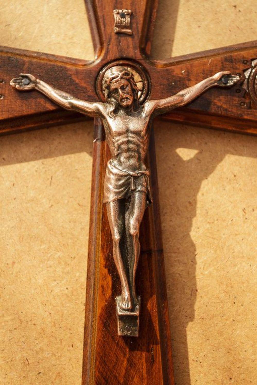 всегда католический крест фото последствий этой роли