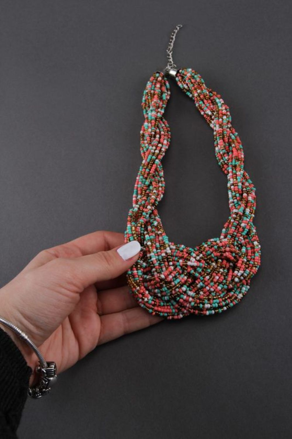 Necklace made of multicoloured beads photo 4