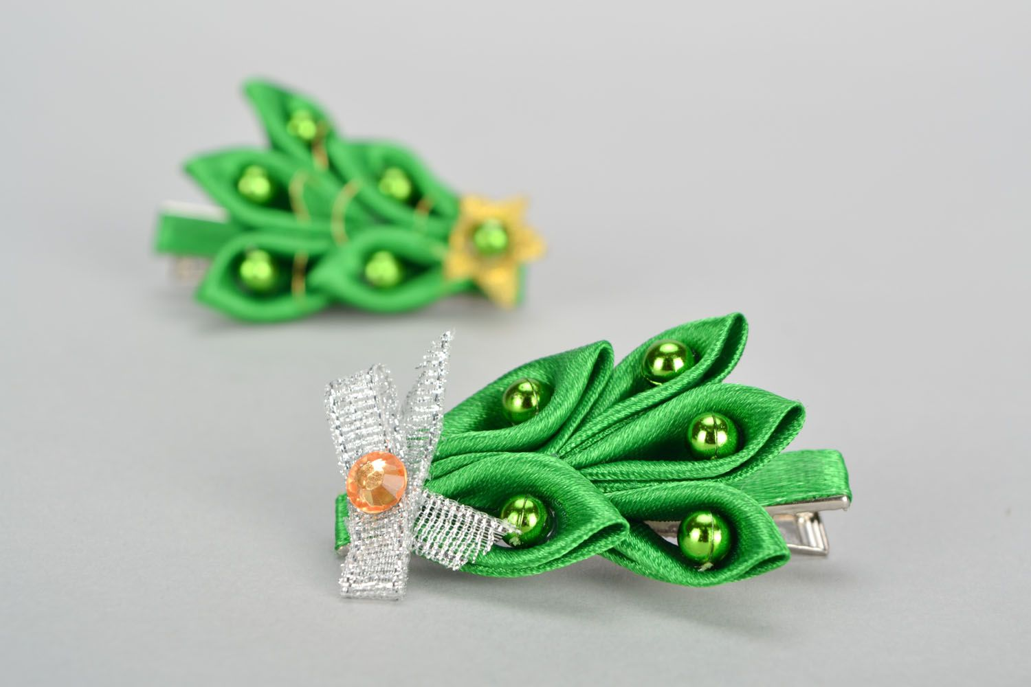 Ribbon hair clip in the shape of Christmas tree photo 1