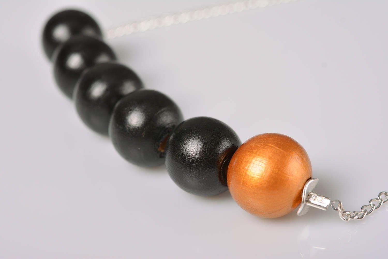 Collier en perles de bois sur chaîne métallique fait main original élégant photo 3