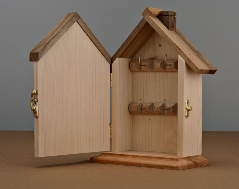cintres et étagères Boîte à clés en bois murale faite main - MADEheart.com