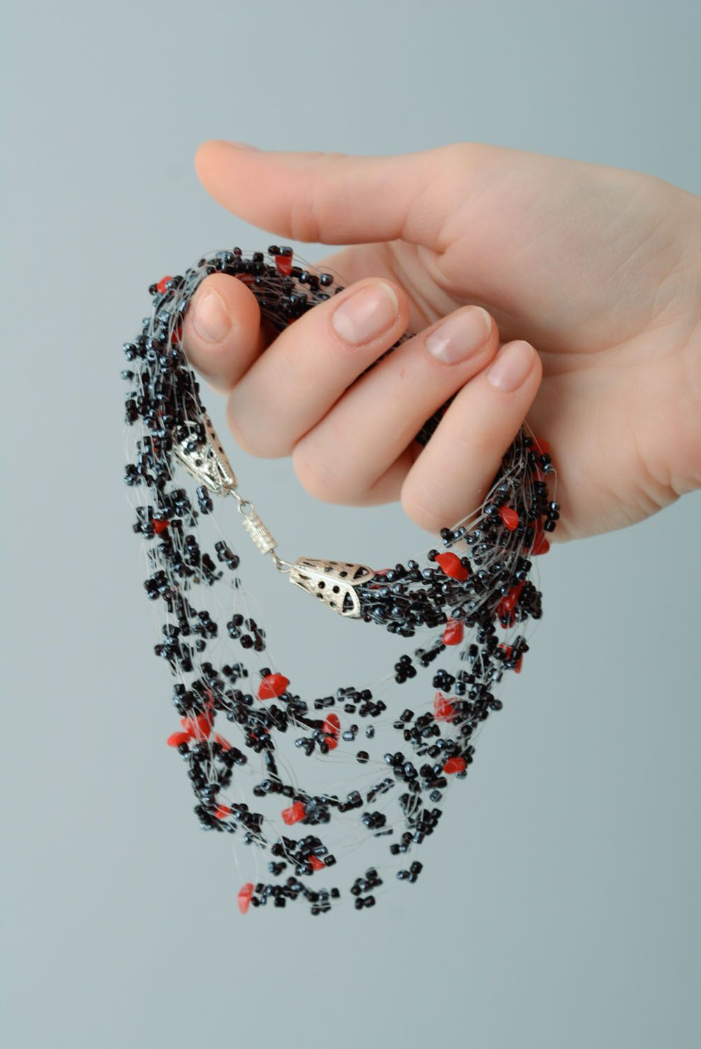 Airy necklace with coral crumb photo 5
