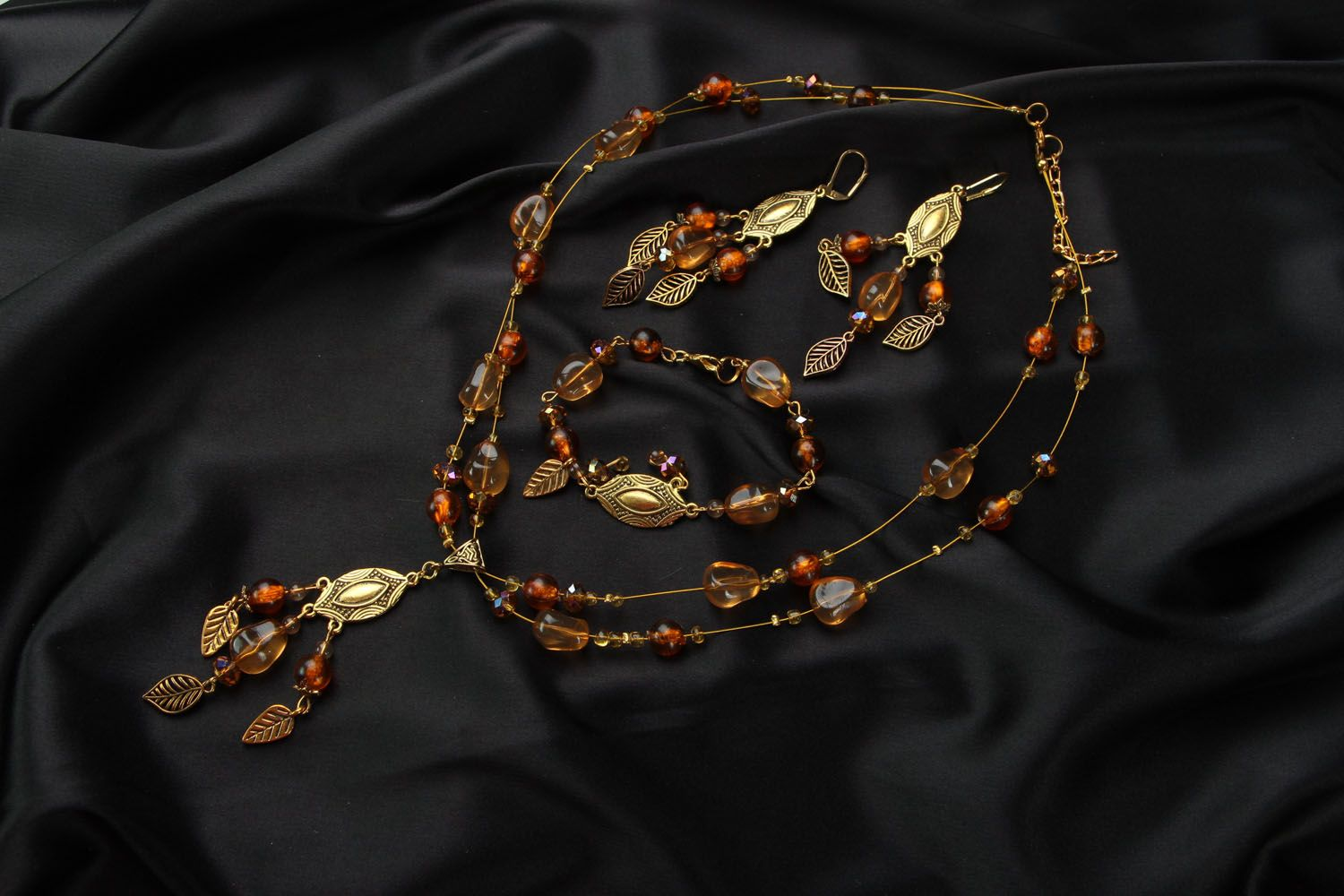 Jewelry set with amber and Czech glass photo 1