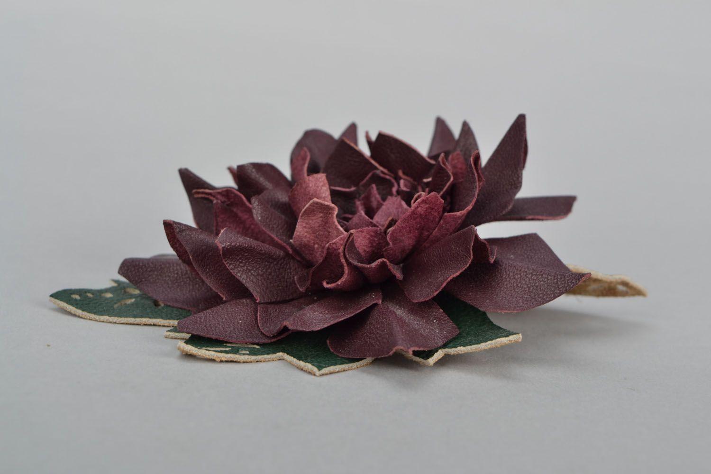 Кожаная брошь-заколка в виде цветка фото 3