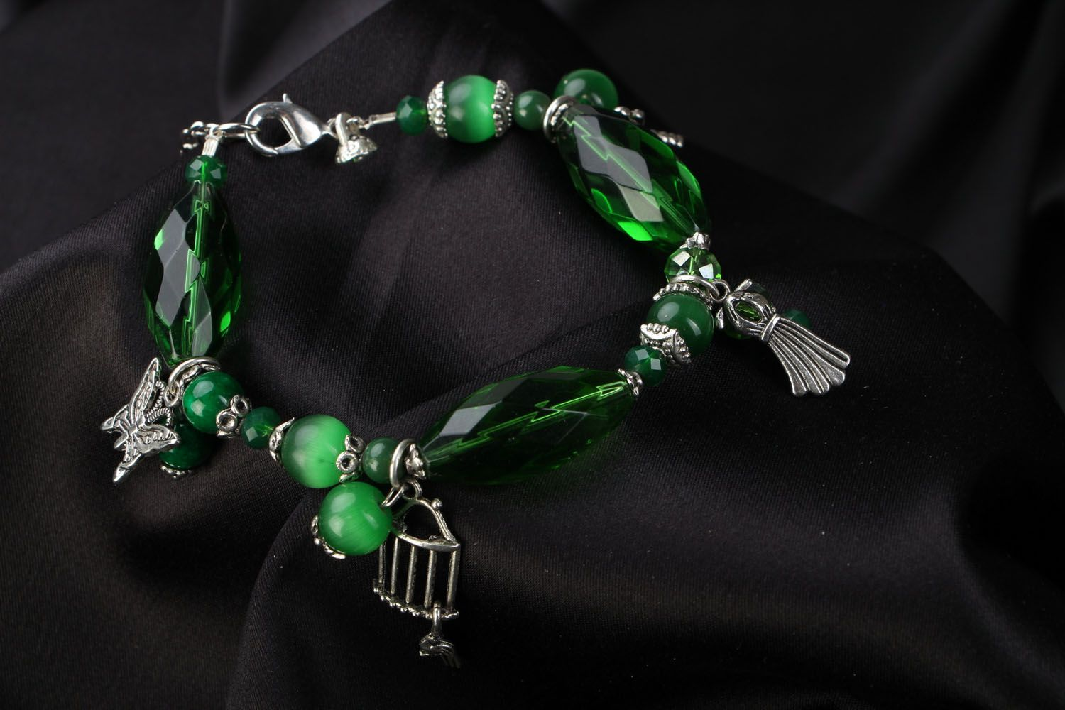 Natural stone bracelet of green color photo 1