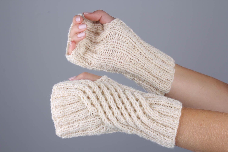 White women's mittens photo 1