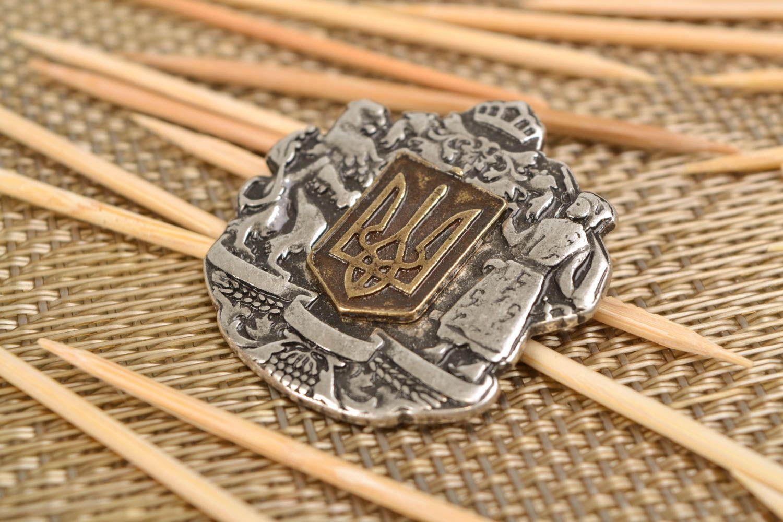 Metal brooch Coat of Arms of Ukraine photo 1