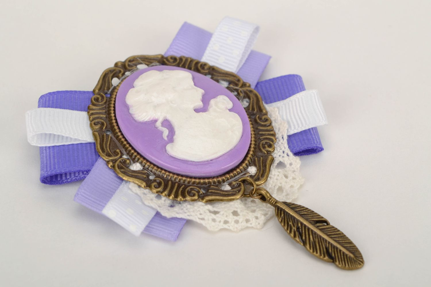 cameo brooches Vintage plastic cameo brooch - MADEheart.com