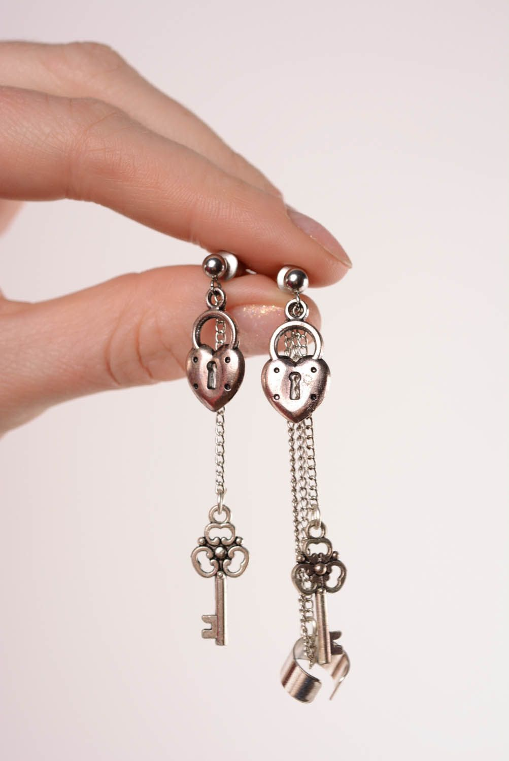 Metal cuffs with chain photo 4