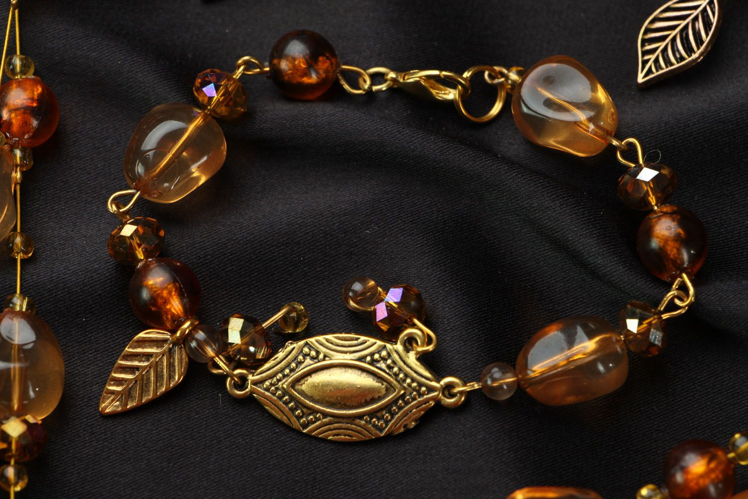 Jewelry set with amber and Czech glass photo 2