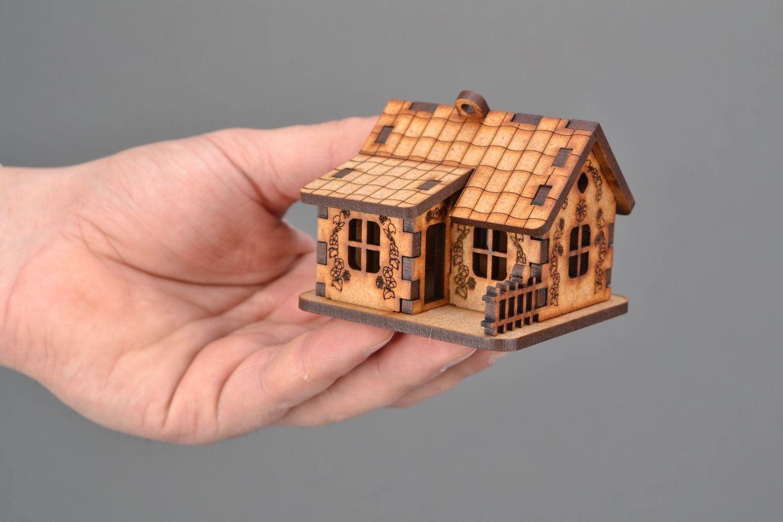 Madeheart maquette maison en bois d corer ou peindre - Maison a decorer ...