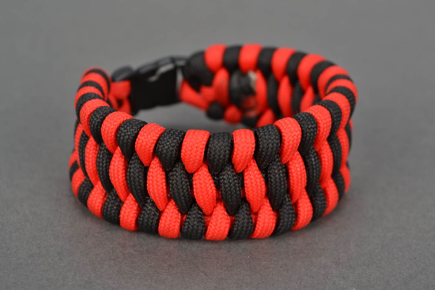 Red-black parachute cord bracelet photo 2