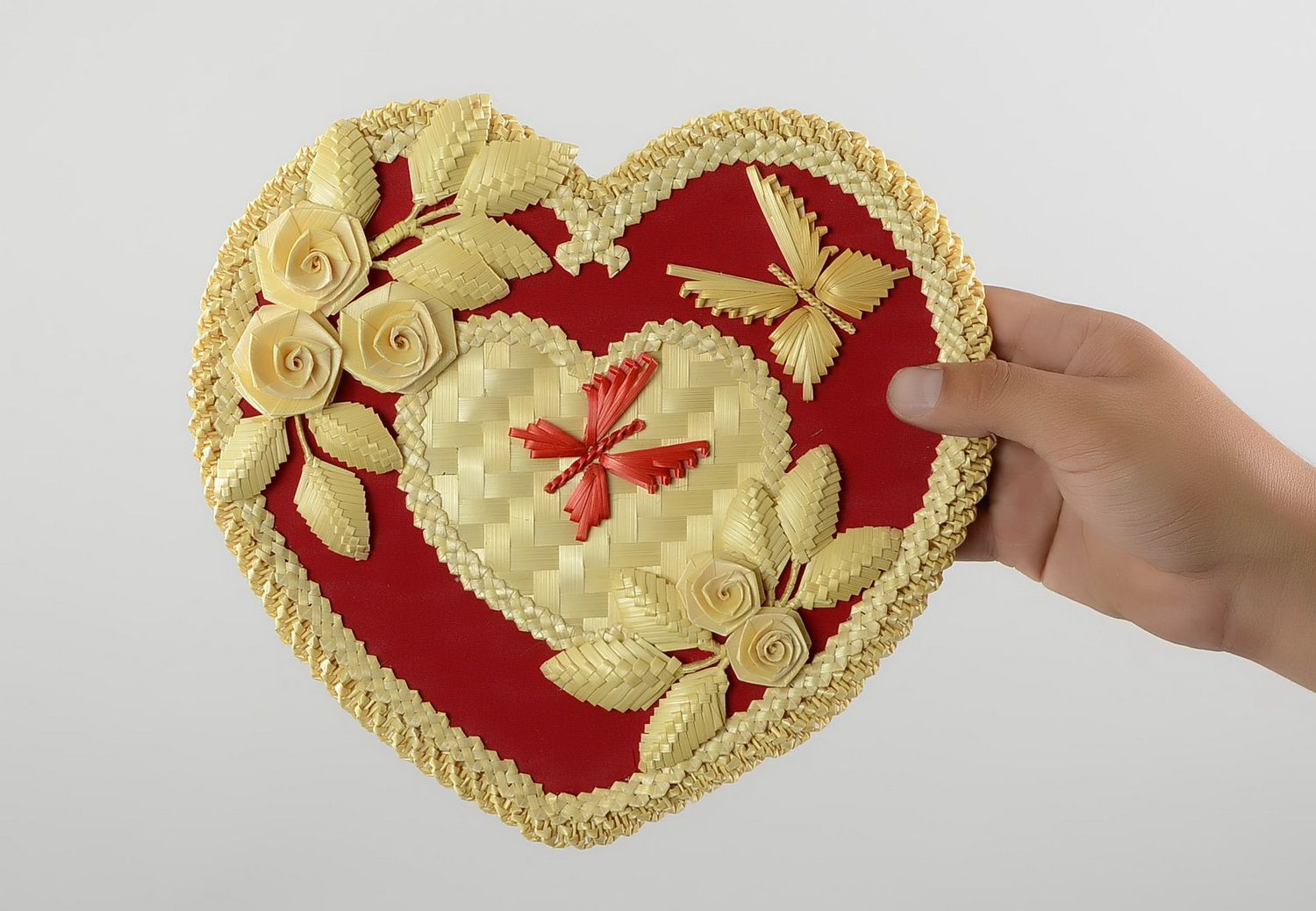MADEHEART > Wall panel woven of straw
