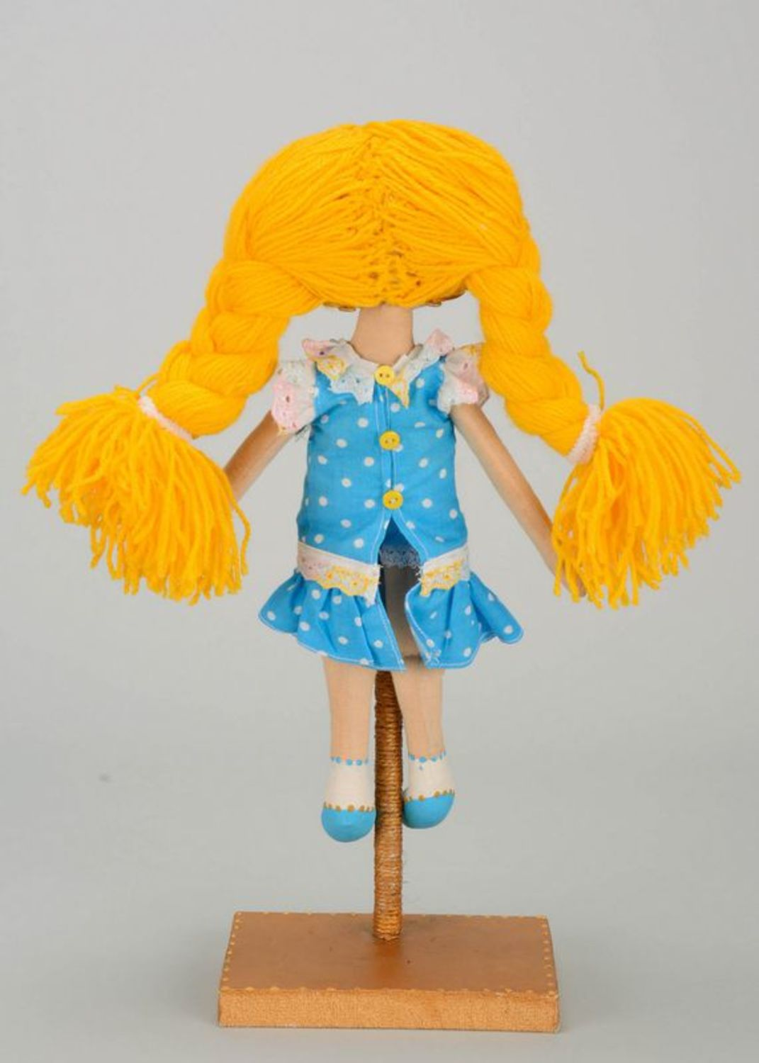 Fragranced doll with yellow braids  photo 4