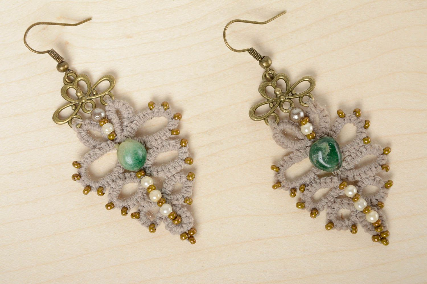 Crochet tatting earrings with natural stone photo 2