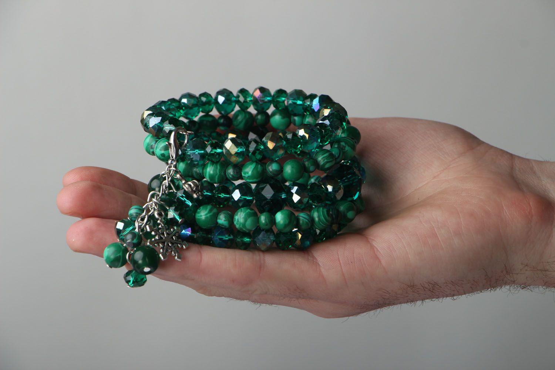 Smaragdgrünes mehrreihiges Armband mit Natursteinen  foto 4