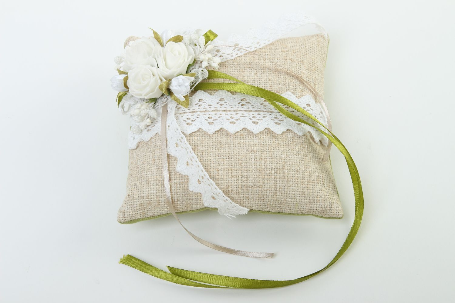 a step and on bearer diynetwork pillow make ring how entertaining wedding com for sew to decorate