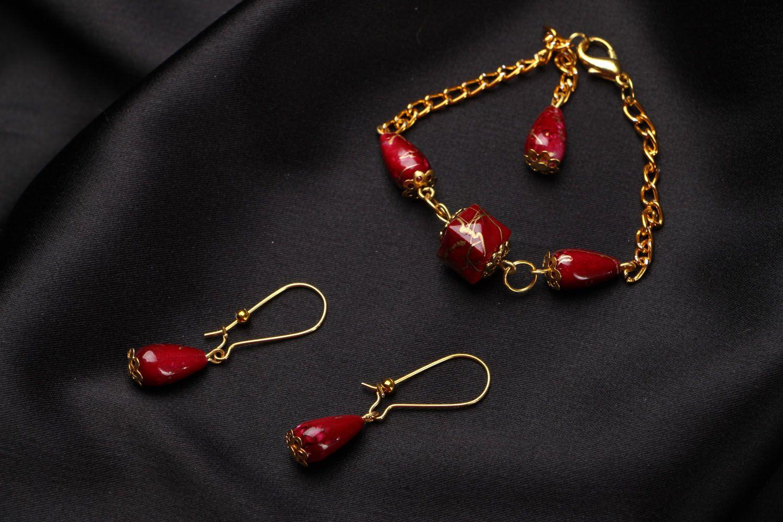 Acrylic earrings and bracelet photo 1