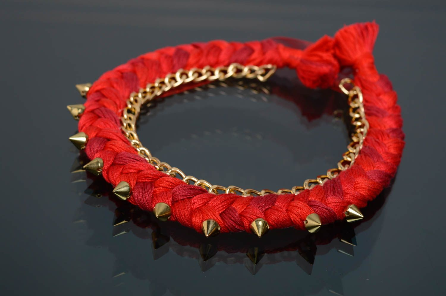 Red thread necklace with studs photo 1