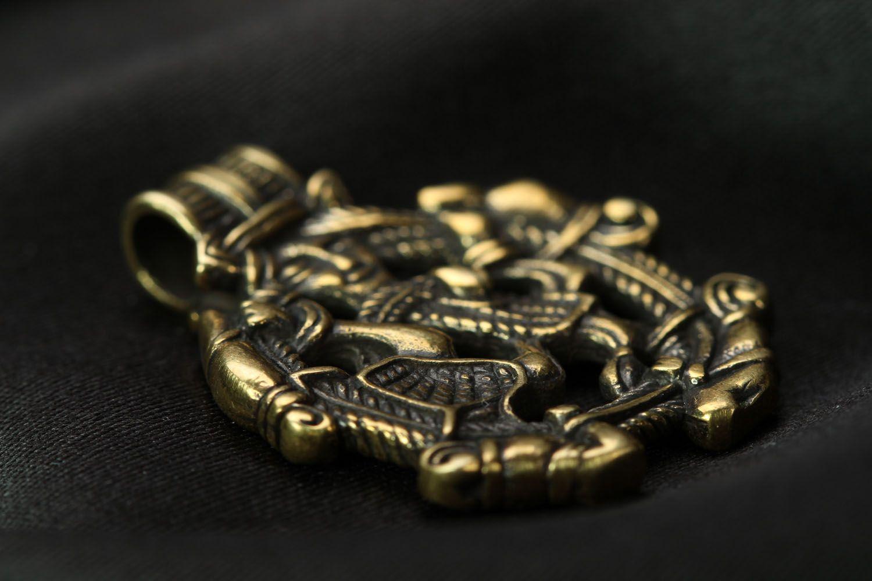 Круглая подвеска из бронзы  фото 2
