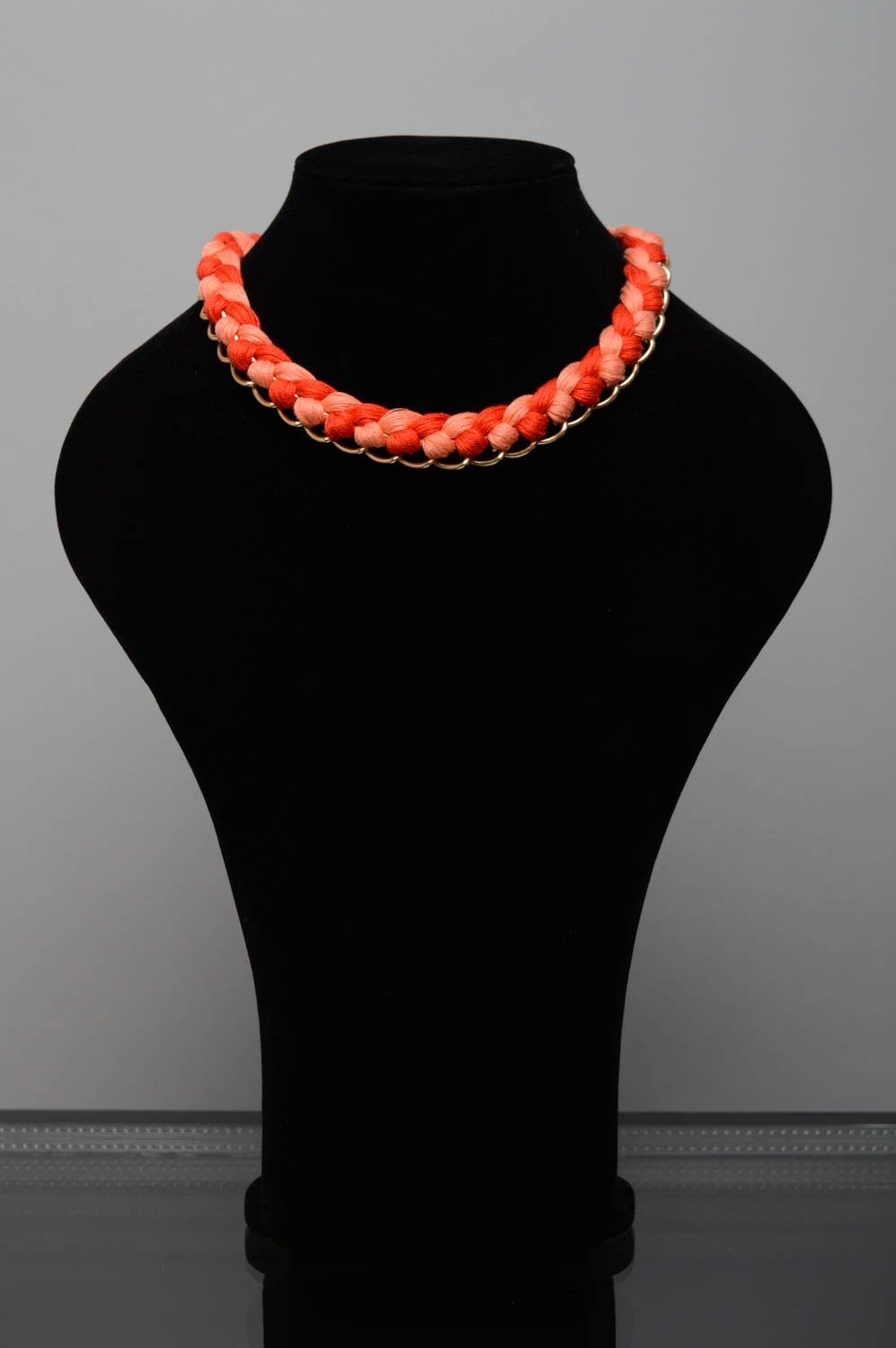 Coral woven necklace photo 2