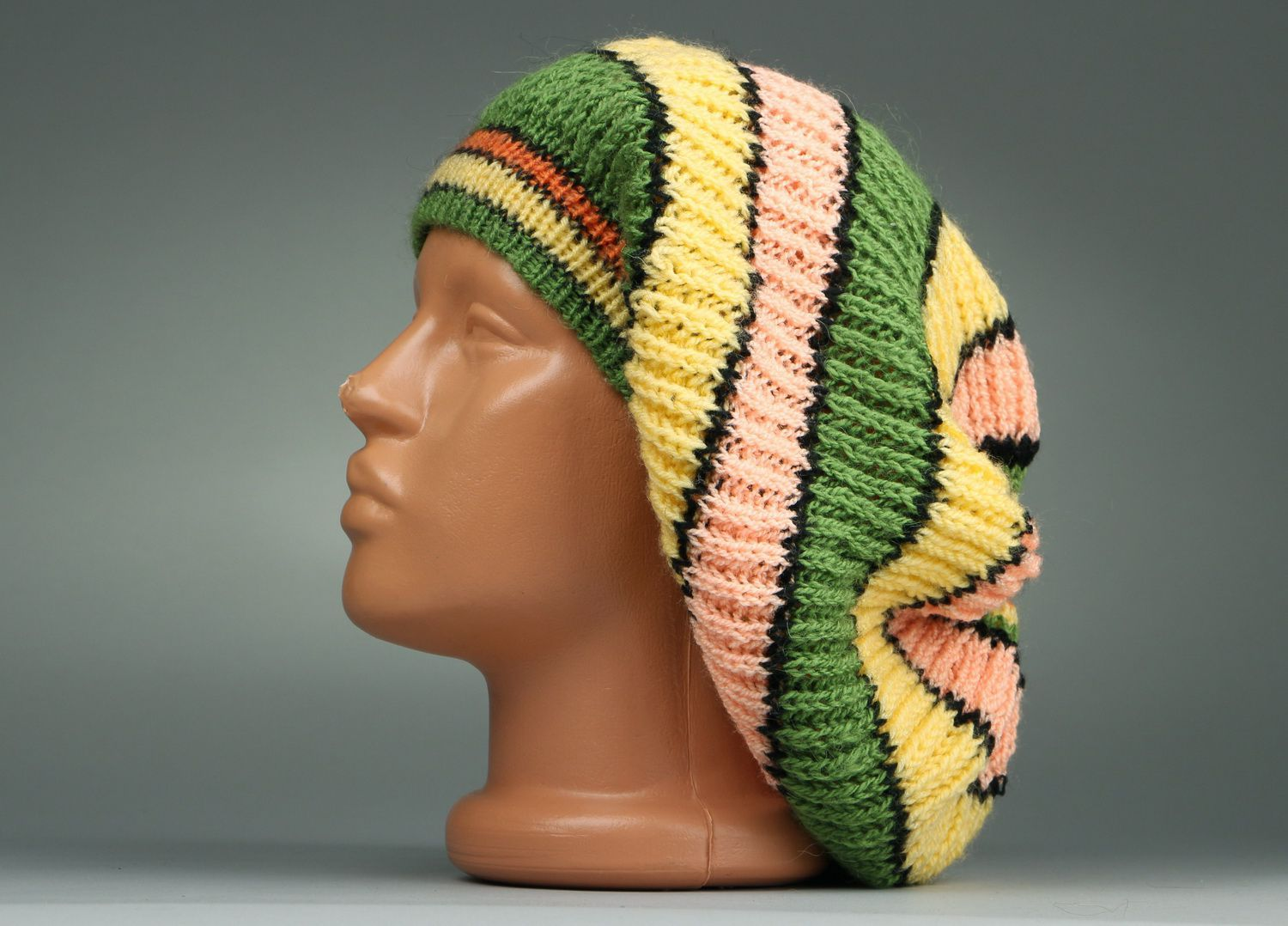 American knitted green & yellow beret photo 1