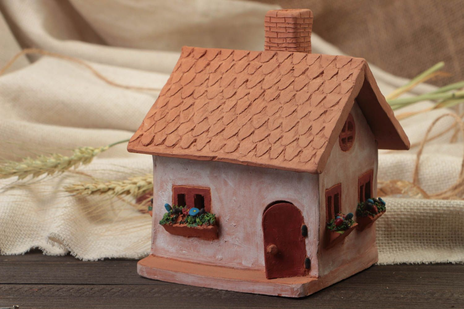 Clay oil burner in the form of small house with a beautiful painting hand made  photo 1
