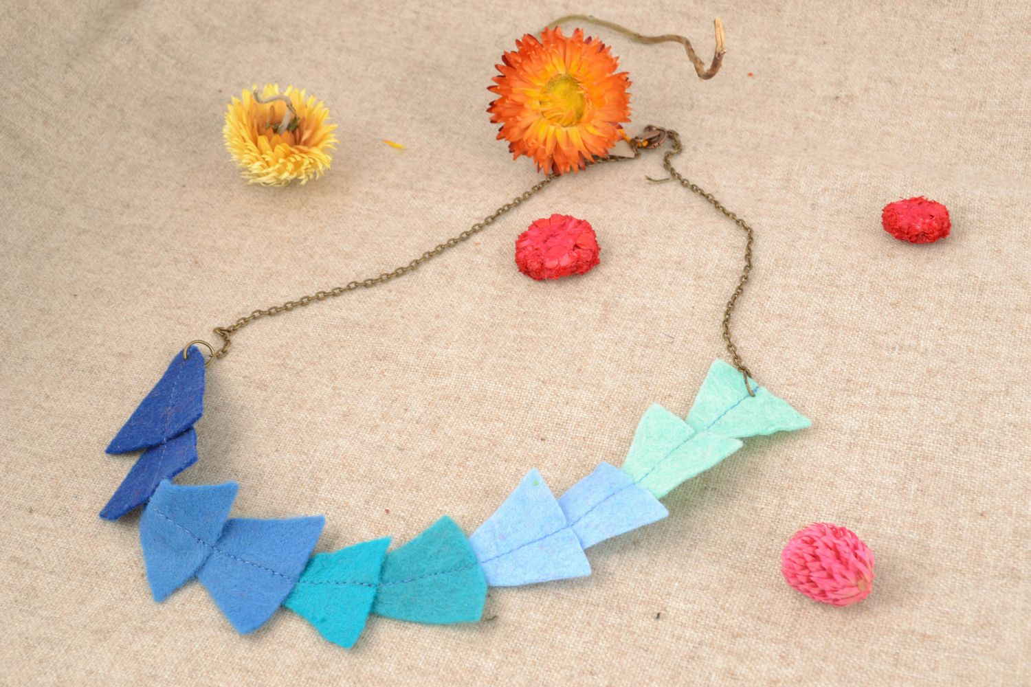 Felt bead necklace with metal fittings photo 1