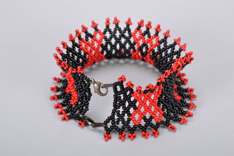 Широкий красно-черный браслет из бисера фото 2