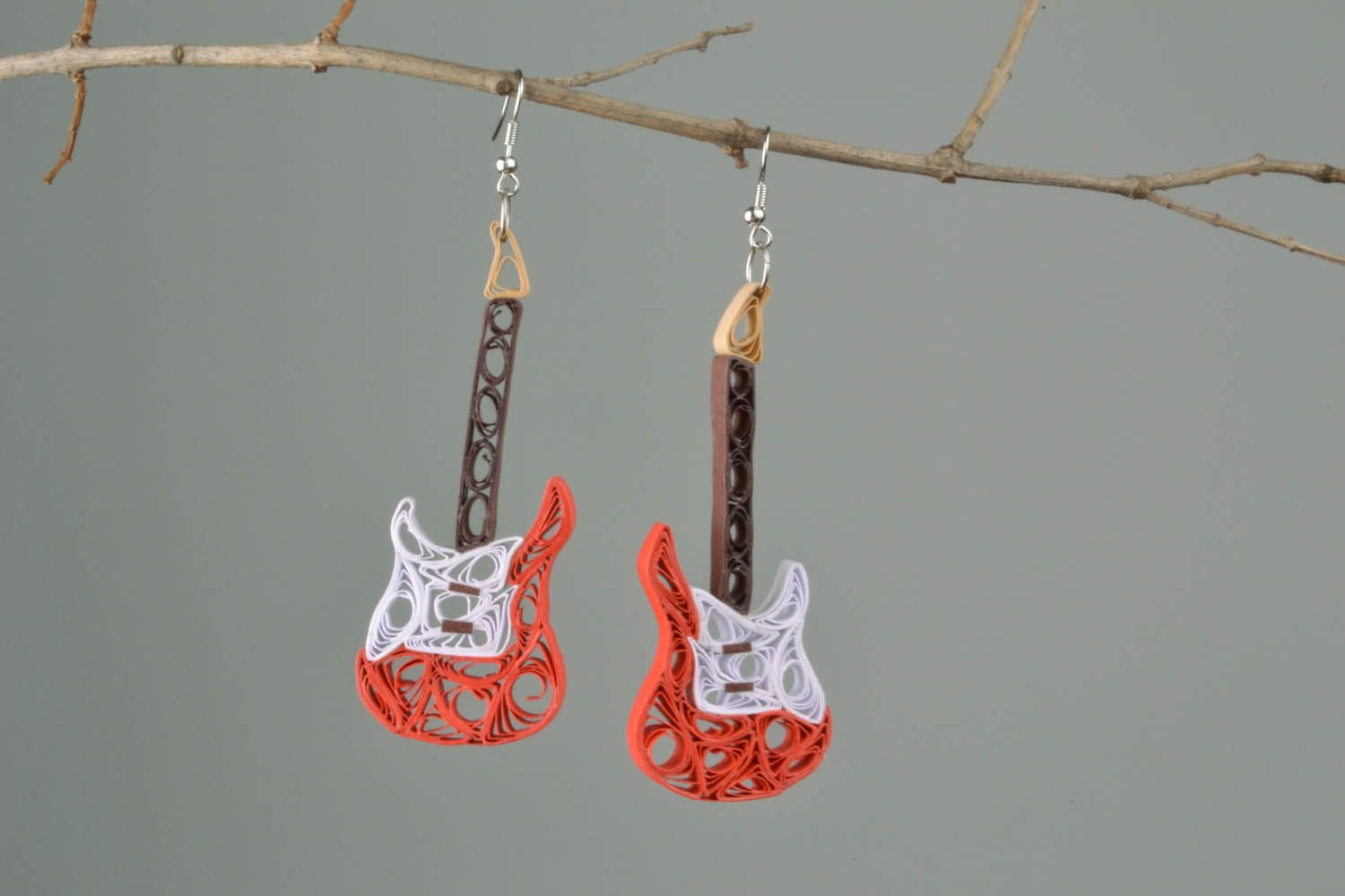 Paper earrings in the shape of guitars photo 1
