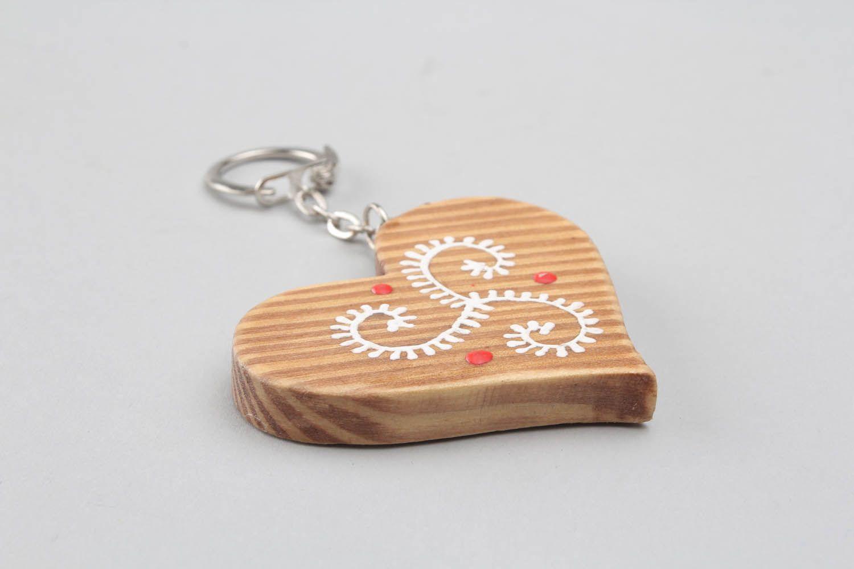 para chaves feito de madeira e pintado à mão na forma de coração #C00E0B 1500x1000