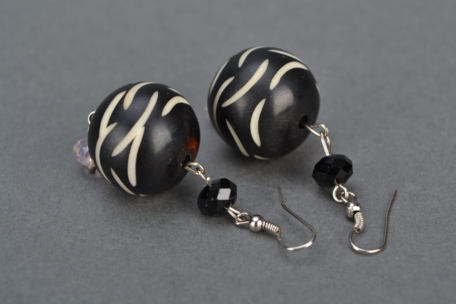 Earrings with black beads photo 3