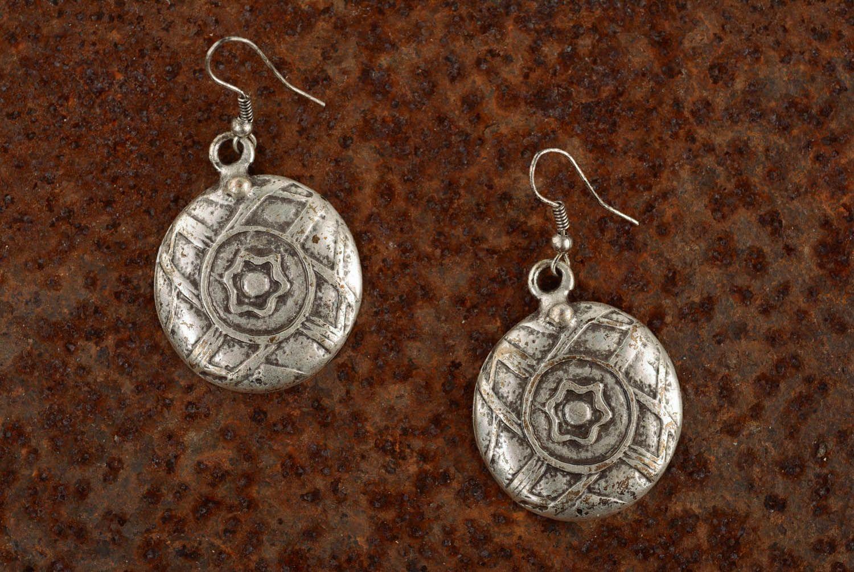 Round metal dangle earrings photo 4