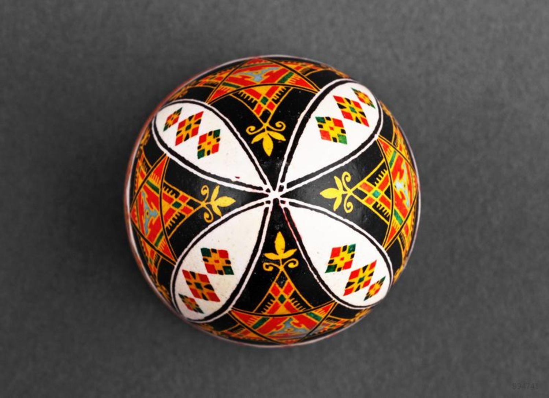 Handmade painted egg photo 3