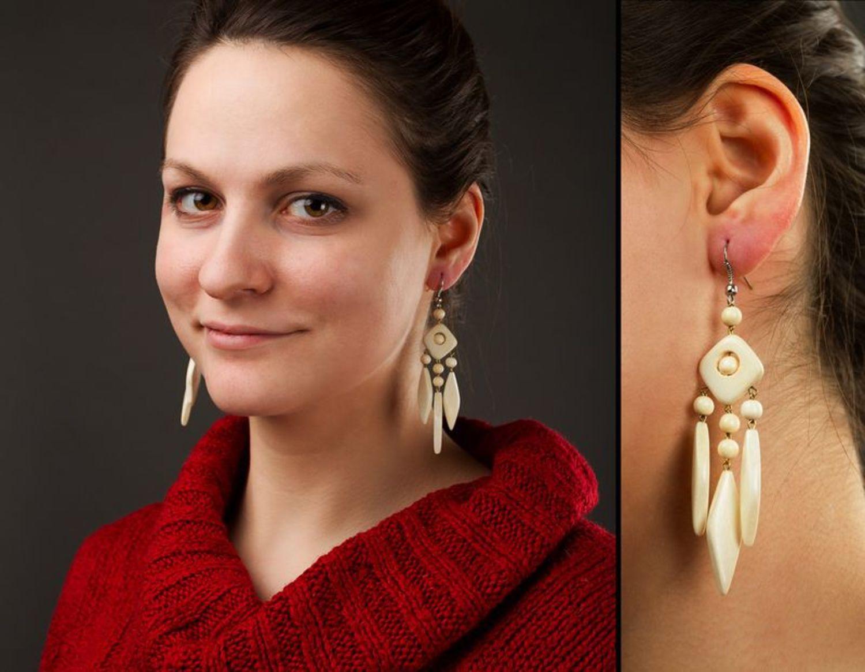 Long ethnic earrings made of wood photo 2
