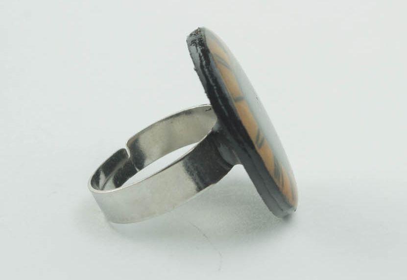 Massiver Ring aus Epoxidharz Zeit foto 2