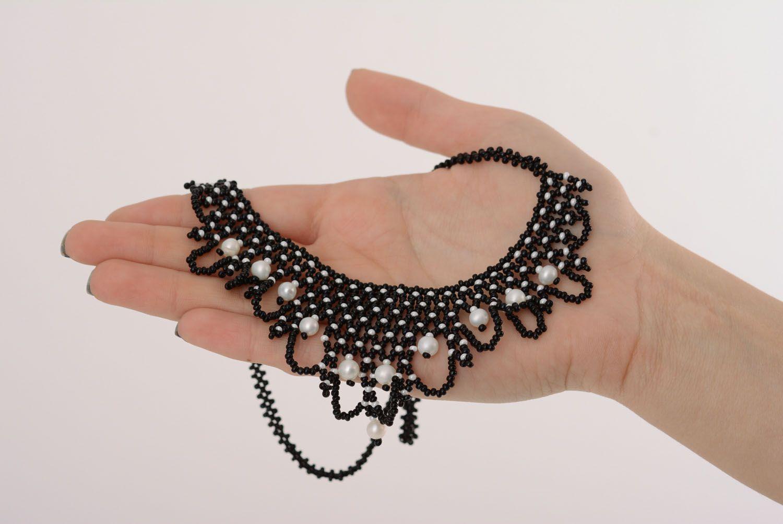 Черное бисерное ожерелье с жемчугом фото 4