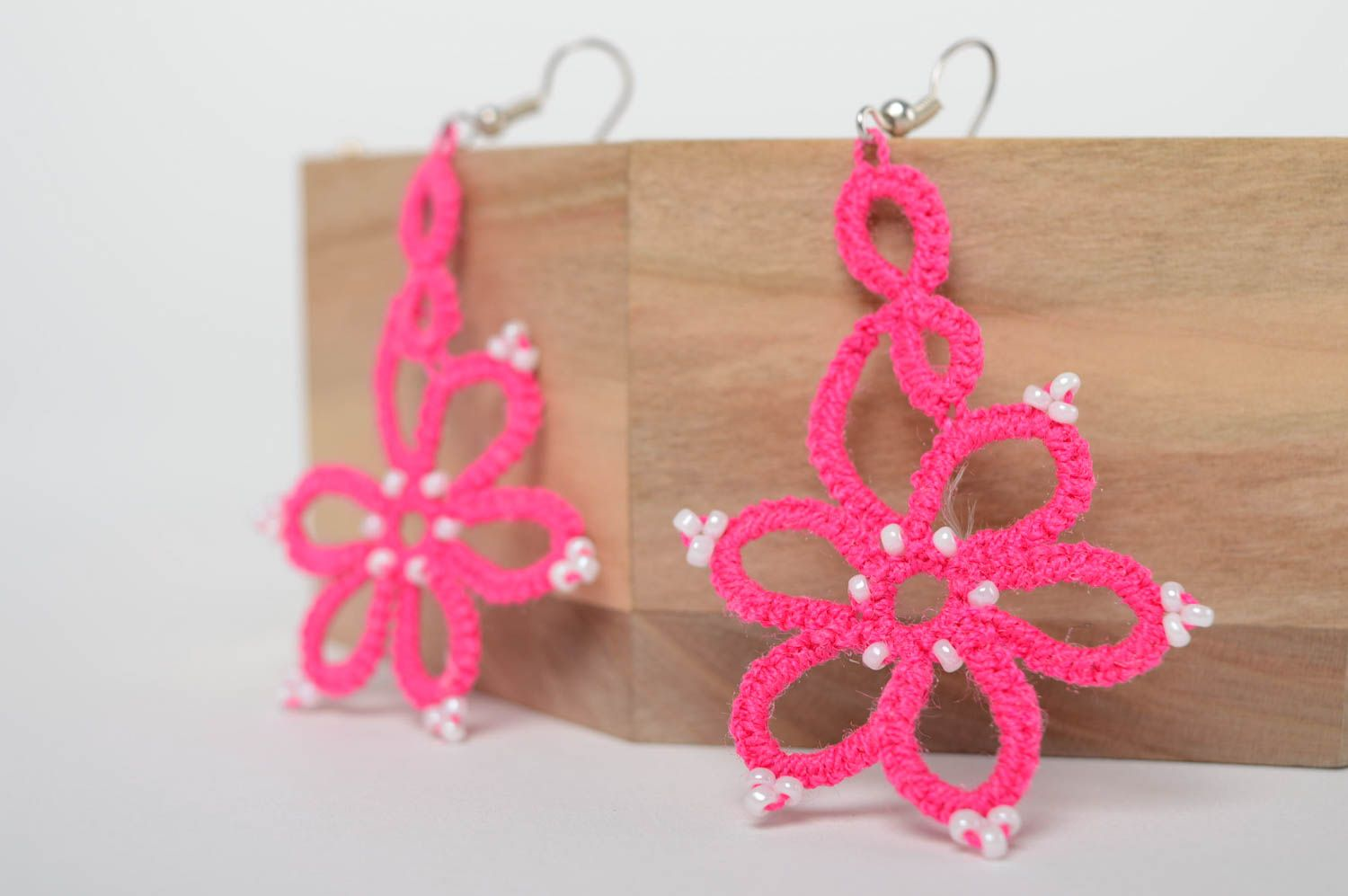 Pink woven earrings photo 1