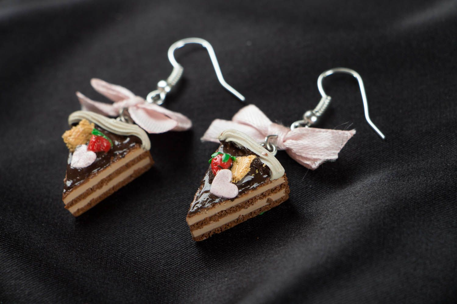 Earrings with charms in the shape of cakes photo 2