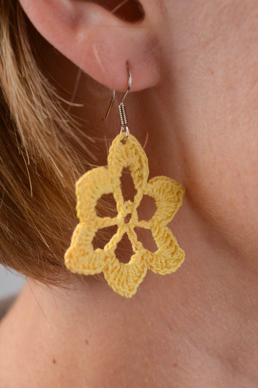 986a94bfcb3a pendientes con colgantes Pendientes a crochet amarillos hechos a mano  bisutería tejida accesorio de moda -