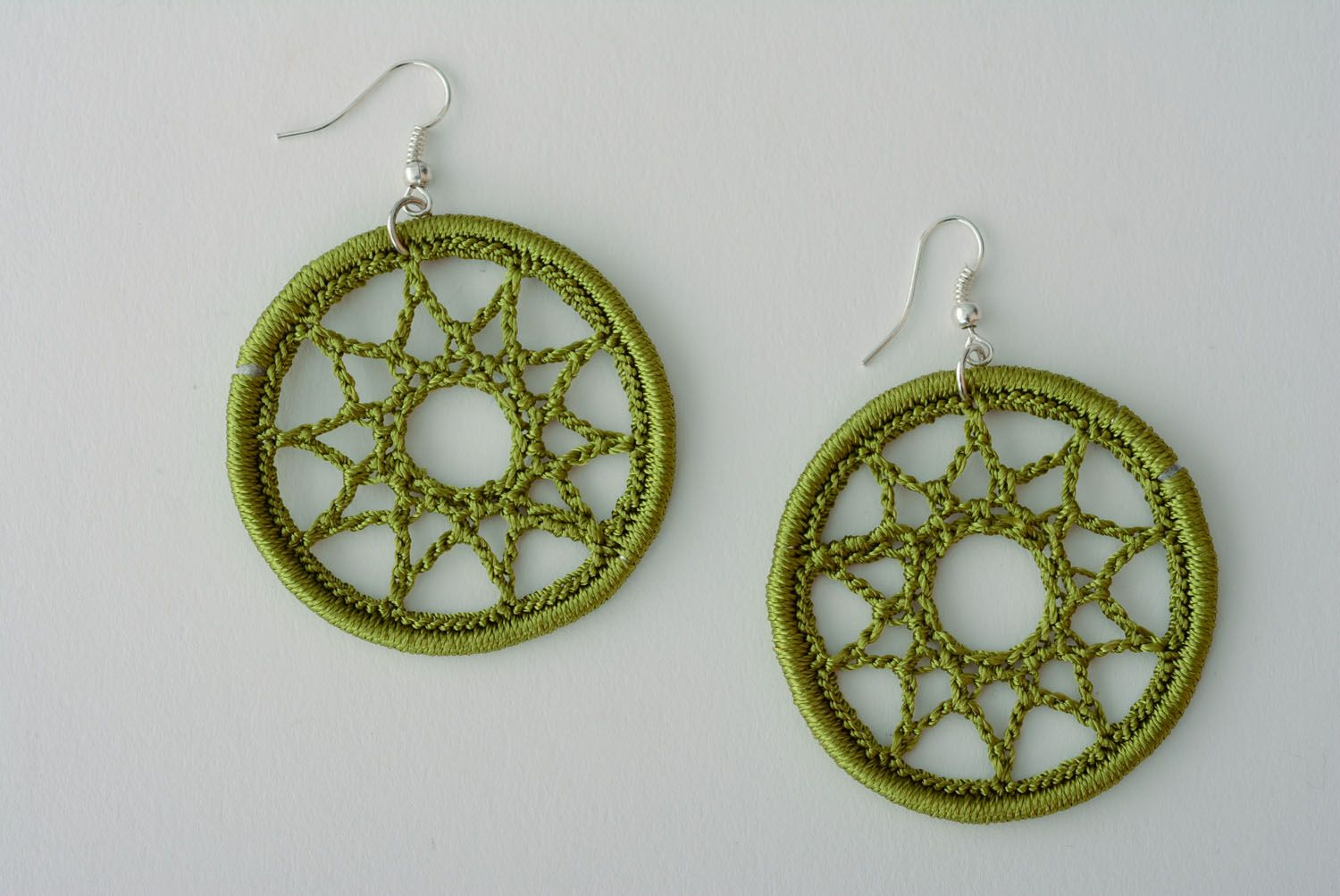 Earrings woven of green threads photo 1
