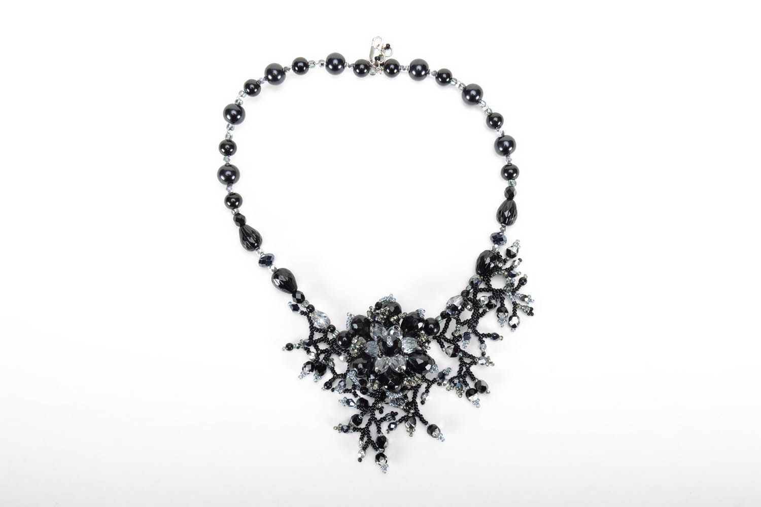 Black beaded necklace photo 2