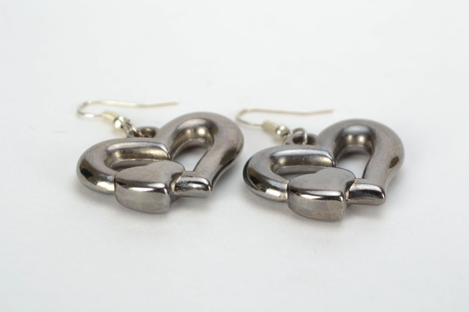 Metal earrings with heart-shaped charms photo 4