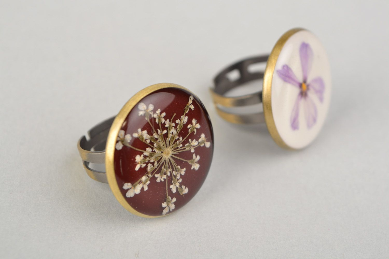 Two handmade flat round rings with natural flowers in epoxy resin for women photo 5