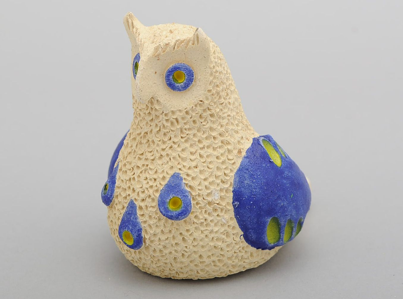 Penny whistle in the form of owl made of clay photo 1