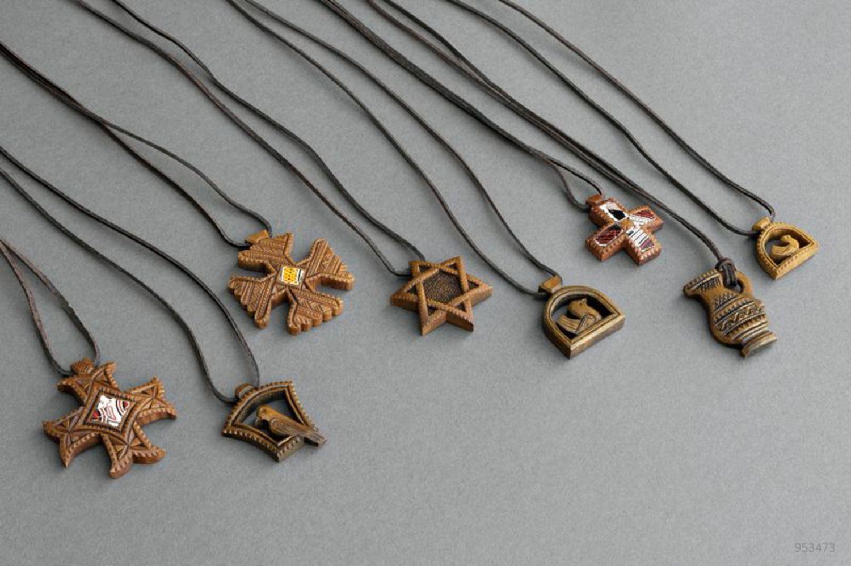 Handmade wooden pendant photo 4