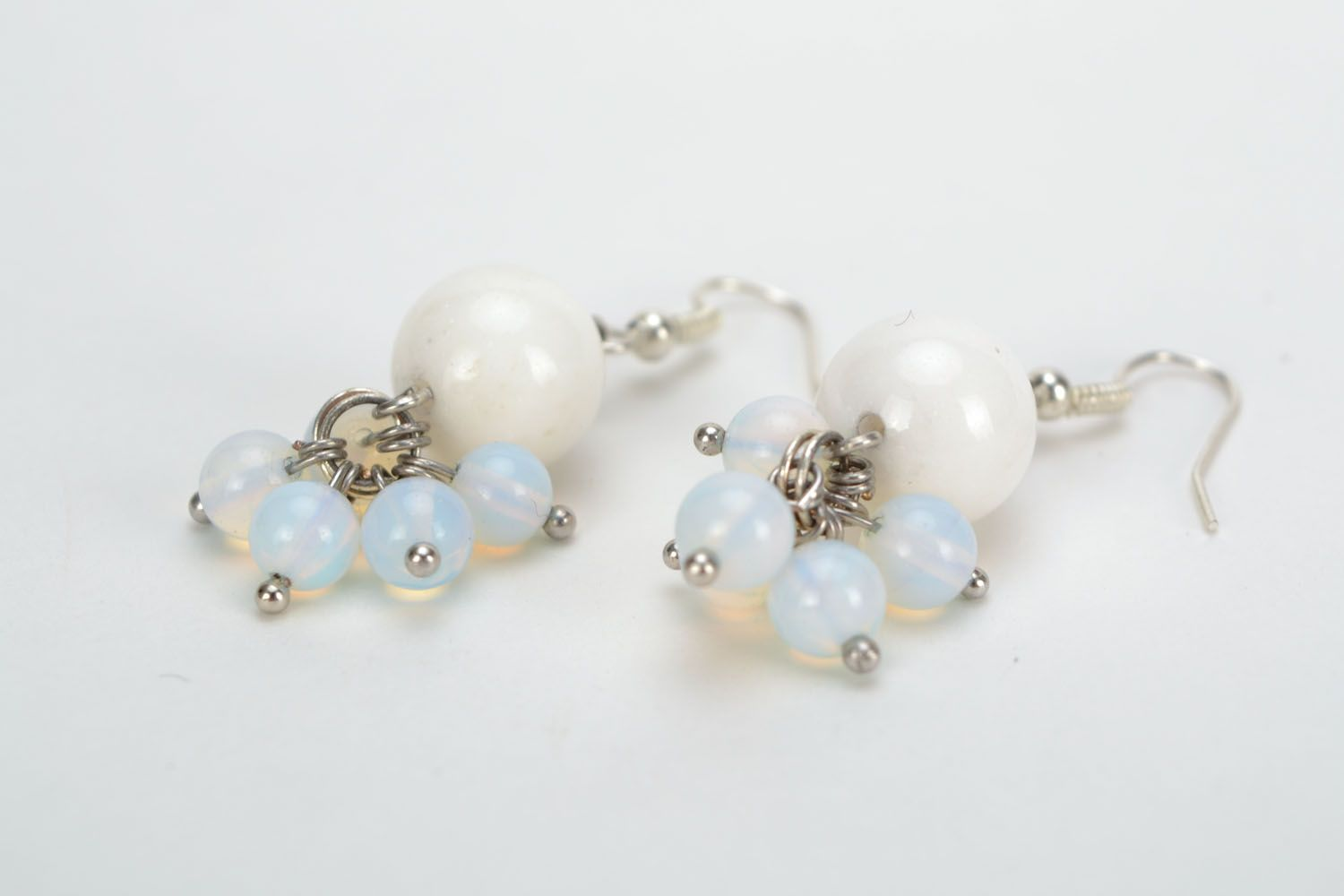 Earrings with white agate and moonstone photo 4