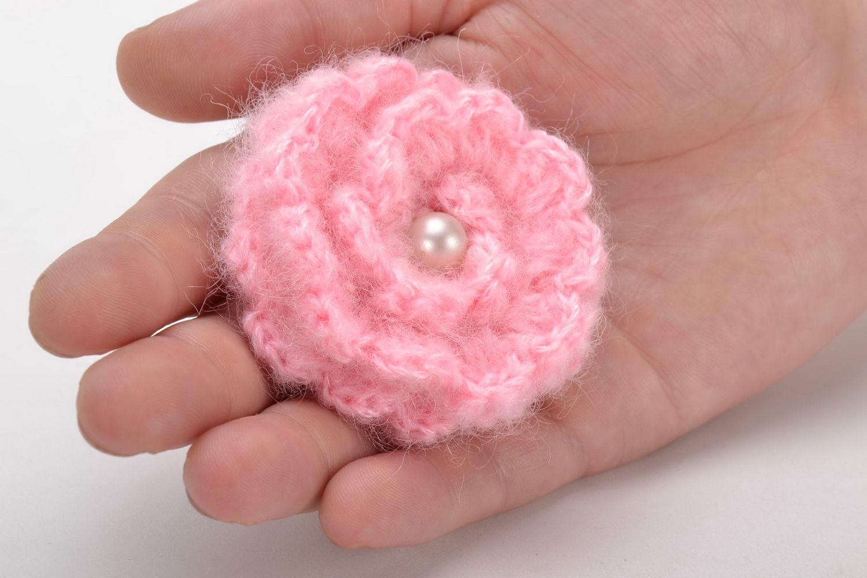 Crochet brooch in the shape of pink flower photo 5