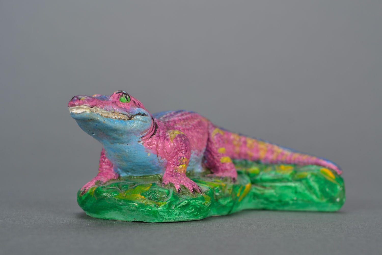 Крокодил из гипса